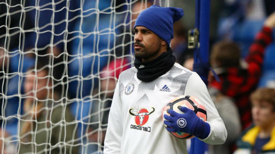 Diego Costa berlatih seorang diri di Pusat Latihan Chelsea, Cobham